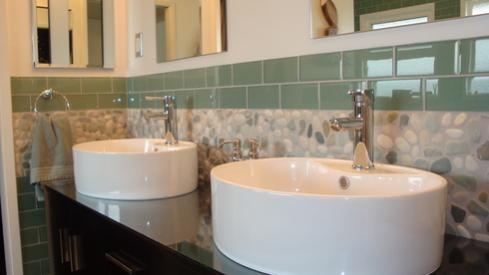 Ocean_Pebble_Tile__bathroom_design_2.jpg